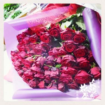 70本のバラの花束…